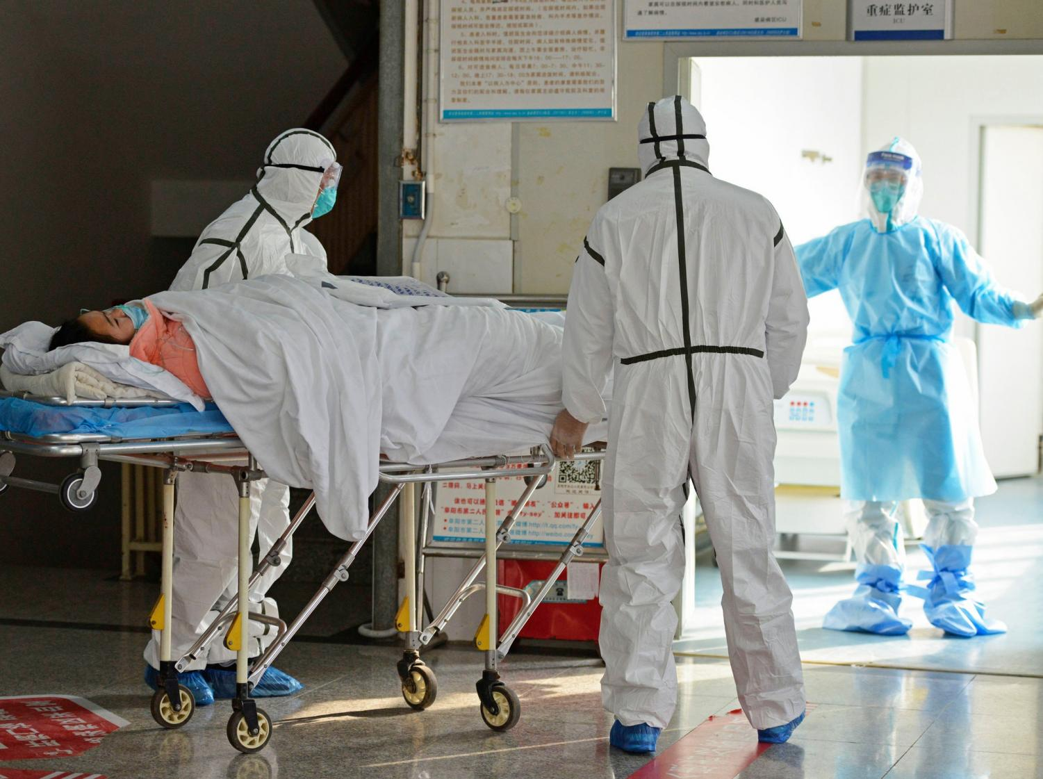 Medical+workers+transporting+coronavirus+patient+into+isolation+ward+in+Fuyang%2C+China.+%28Chinatopix+via+associated+press%29